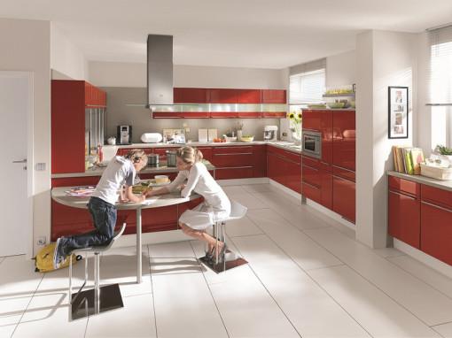 Trendküche, Küche rot, Küche Familientreffpunkt